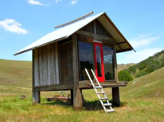Shinto-Inspired Sleeping Cabin
